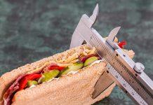 dietetyk przygotowuje dietę