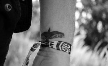 czy tatuaż boli?