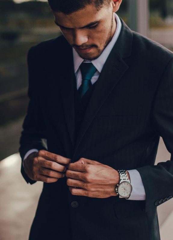 Kontrast w modzie męskiej? Oczywiście i jak najbardziej, czyli o niepasujących, a jednak pasujących elementach stylizacji, dzięki którym będziesz wyglądał obłędnie